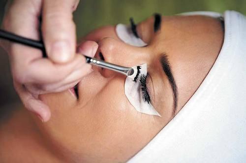 Tinting lashes at home