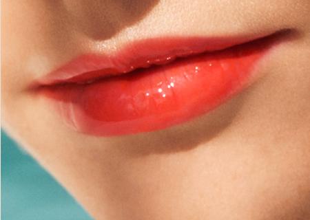 clarins-sunkissed-instnat-light-lip-oil-model
