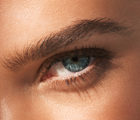 clarins-sunkissed-truly-waterproof-mascara-model