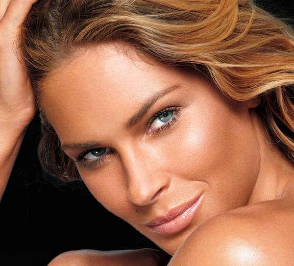 A gorgeously bronzed Maybelline model