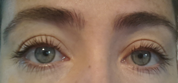 One coat of Mascara over one coat of Primer on the left, just one coat of mascara on the right.
